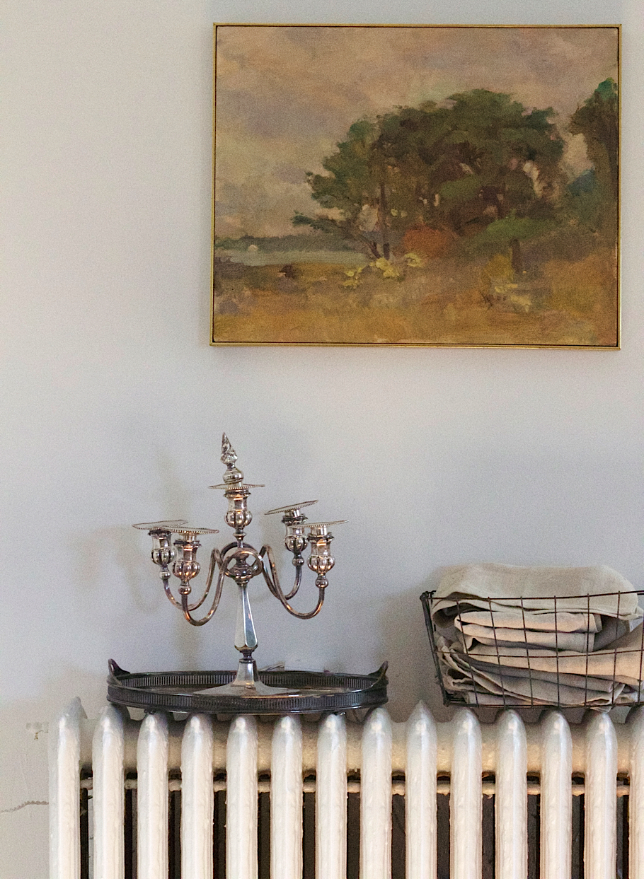 Julie Carlson Brooklyn Apartment, Robert Dutoit painting, Liberico Linen in wire storage basket | Fabulous Fabsters