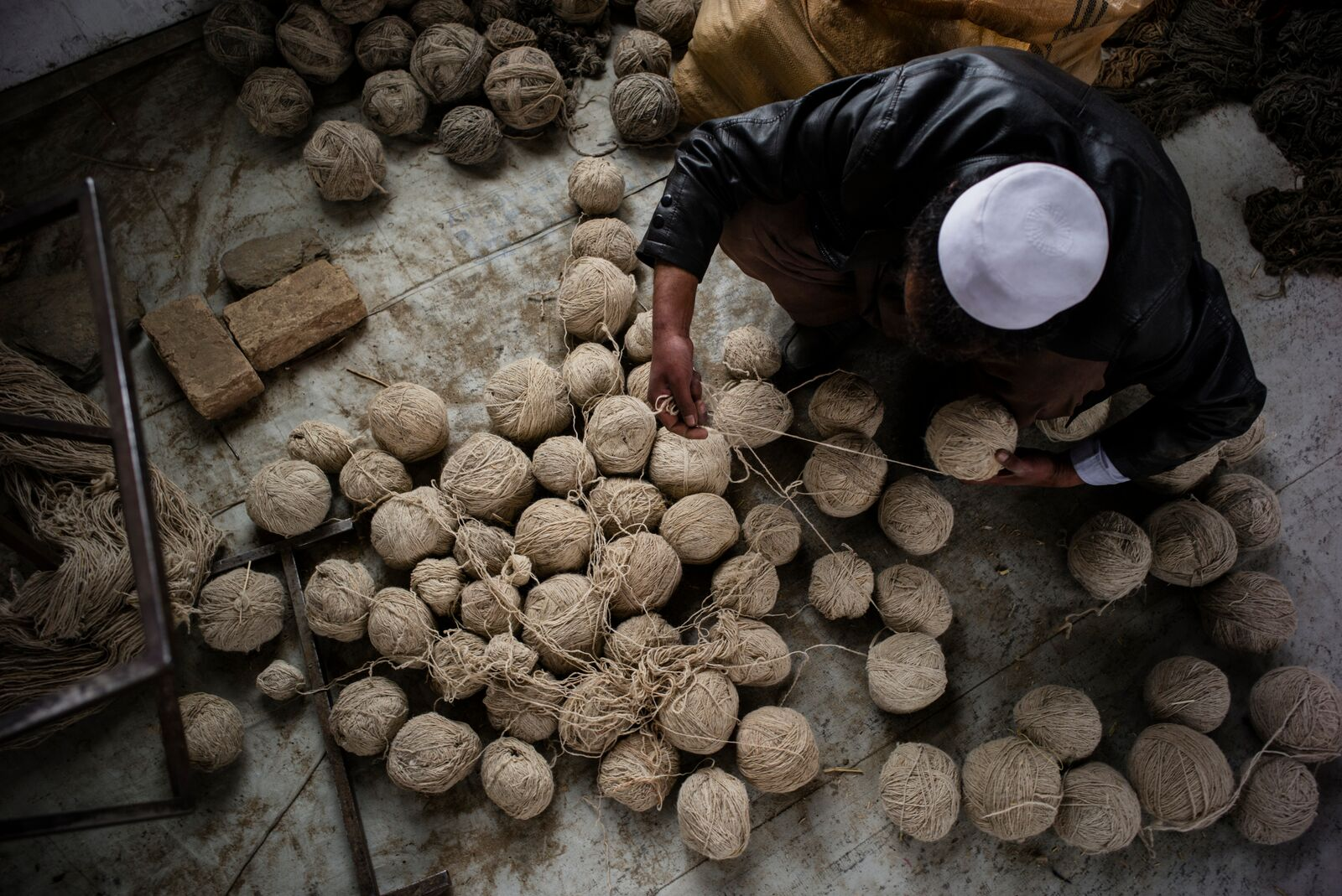 Afghani craftsmen with balls of yarn, Ishkar, Black Friday